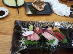 他の日本人に教えてもらった居酒屋寿司屋。 小さかった・・・  タニヤに近い。