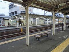 6:38 @掛川駅(静岡県掛川市)  新幹線との乗換駅でもある掛川駅に停車。休日の朝ということもありまだまだ車内はガラガラでした。