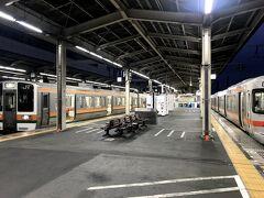 5:52 @静岡駅(静岡県静岡市葵区)  静岡駅到着。浜松行の列車に乗り換えます。対面ホームで乗換時間2分と良い接続です。