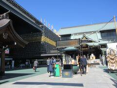 門前仲町に到着。 まずは深川不動堂を参拝。 千葉県にある成田山新勝寺の別院で、日本一大きな天井画や一万体のお不動様が祀られた祈りの回廊など見どころも多い不動堂です。