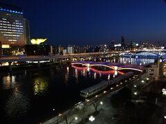 右手を見ると吾妻橋を始めとする橋もライトアップされて綺麗です。 風呂も入ったので部屋に戻って一旦寝ます。