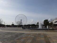 葛西臨海公園で下車。  毎朝、東京ローカルのMXテレビで「東京インフォメーション」を見ているので、観覧車や水族園がお休みなのは、よく承知してます。