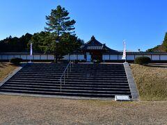 佐土原城 資料館の入り口。 宮崎市内にある城だが、宮崎駅からバスで45分も掛かった。