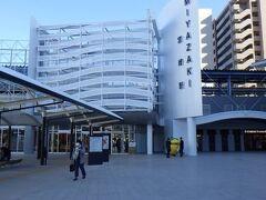 JR宮崎駅 駅ビル自体は前回訪れた時と同じの様だが、色合いが異なる。 自動改札機も導入されていた。