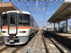 そして、これが飯田線秘境駅号運用される373系です! 20分くらい前にホームに入線していました。