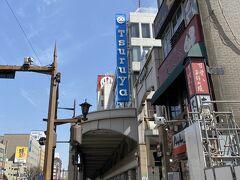 ぶらぶら歩いて来た先はこちら鶴屋百貨店。 熊本県内に数店舗展開するローカルデパートですね。