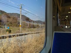 ★14:15 そして稲荷山駅に着いたのかと思いきや、何だか様子が変… そう。この列車は何と「桑原信号場」で特急しなのとの交換を行う列車だったのです!