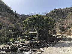 マス釣り場の一帯は、弁天山清流公園になっています。