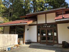 畑宿のは、寄木細工のお店や、体験できる施設などがたくさん。