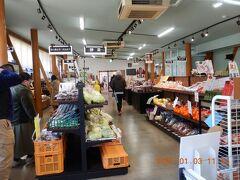 ファーマーズマーケット (Farmer's Market) の中・・・ まだ黒川温泉へ行く途中なので、とりあえず下見です!!