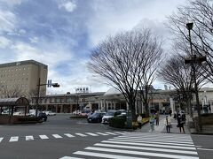 20分強で福島駅に到着。 飯坂温泉と違って、風が結構強く吹いています。