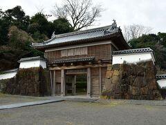 都之城 城門。城自体は江戸時代初期に廃されているので、史実に基づいたものではない。