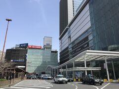 横浜駅西口 すっかり改築完了で立派になった モアーズも頑張ってるし 昔は岡田屋百貨店、カメラ好きの面白い創業社長だった