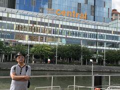 シンガポール川をはさんだ対岸には、クラーク・キー・セントラル。 大きなショッピングセンターだ。
