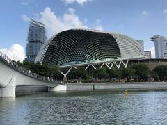 シンガポール国民から「ドリアン」と呼ばれているのは、シンガポールの総合芸術センターであるエスプラネード。