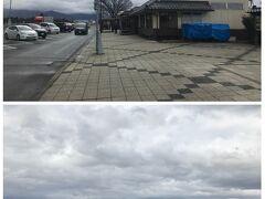 さらに2時間ほど走って小布施PAで2度目の休憩。空模様は怪しいものの、何とか持ちこたえているって感じ