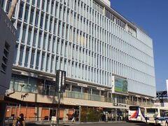 KITENビル JR宮崎駅の直ぐ横にある商業ビルだが、真向かいにアミュプラザみやざきが開業してしまい、ほんの100メートル離れているだけなのに、寂れている印象。