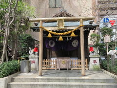 かつ好から徒歩で7分ほどで茶ノ木神社の着きました。 布袋様が祀られています。 福徳円満と防災の神様として知られています。