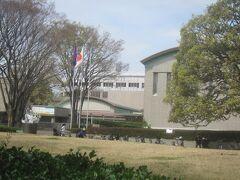 公園の中に世田谷美術館があります