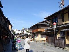 帰りの花見小路もこの通り、土日は混雑するのかな? 河原町周辺に行くと混雑しているのですが、繁華街は人の流れが多いのは東京も一緒です。