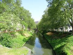 駅前には世界遺産にも登録されているミディ運河がある。