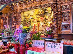 市場ビルの屋上にある、註生娘娘を主神として祀る南興廟。