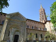 ランチの後、サン・セルナン・バジリカ聖堂まで歩く。