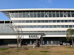 早くも新鳥栖駅到着、ここで長崎本線に乗り換えです。お茶でもするべと思いましたが中も外も何も無し。