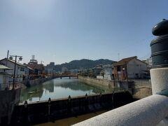 大宮橋を渡って表参道へ向かいます。