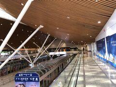 クアラルンプール到着は朝の7時半。 11時の成田行きまで乗り換え時間は3時間半。