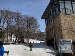 蔵王スキー場は広いので車で上の台ゲレンデの方へ移動 3月も中旬を過ぎ暖かい陽気で重そうな雪