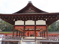 下鴨神社の【舞殿】  寛永5年(1628年)に建て替えられたと  されているらしい   凛として美しい建物