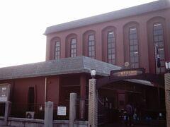 十数年前の日本はきもの博物館です。現在この三階建ての建物はありません。当時の入場料は千円でした。日本郷土玩具博物館との2館共通料金です。