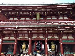 宝蔵門(仁王門) 昭和20年の東京大空襲で焼失後の昭和39年に ホテル・オータニの創業者大谷米太郎氏により 寄進再建された立派な門です。
