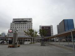 ラジオのいとこの放送が終わったところで昼食に行きます。 新幹線口に移動。 山口グランドホテルの地下の中華がおいしいんだけど、行ってる余裕はないなあ。