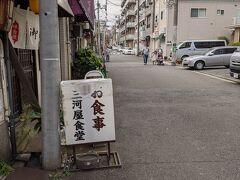 商店街の一本裏道に出ました、この通りにはお食事処や飲み屋さんがありますよ。