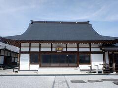 新昌寺、先ほどの長篠の合戦で戦死した鳥居強右衛門のお墓があります。忠義の烈士というか、日本人こういうの大好きです。