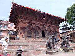 静かに佇むヒンズー教寺院、