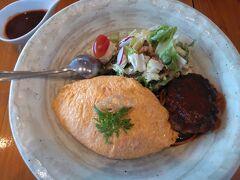 ●洋食屋桜亭  で、今回、僕がオーダーしたのは、「オムライスとハンバーグのセット」を頂きました。オムライスのご飯は、ケチャップかピラフかから選べます。僕は、ピラフにしました。ランチのみ、このメニューが通常より200円安い、1380円で頂けます。