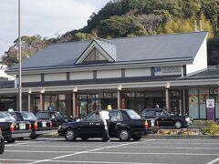 ●JR紀伊田辺駅  大阪市内から、普通電車を乗り継いで、やって来ました、JR紀伊田辺駅。 最寄りの駅から3回乗り継いで、約3時間30分。 遠いです(泣)。