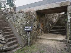 ●田辺城水門@錦水公園  昔、このすぐそばに、田辺城があったそうです。 1870年に廃城になり、今はもうないですが、水門だけが残っています。