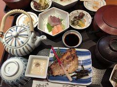大丸梅田 朝食兼 昼食 ご飯お代わりできます お味噌汁も ホテルで 食べているみたい 本さち福や