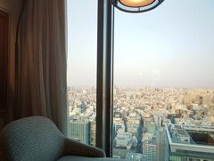 ※「デラックスプレミアルーム」お部屋紹介(後半)【マンダリンオリエンタル東京宿泊記vol.2】https://4travel.jp/travelogue/11683335 のつづきです※  この日の夜ごはんはホテル内イタリアンの「KSHIKI」を予約してありました。 それまでの間、お部屋でまったり。