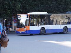 チェファルーからパレルモ中央駅に戻ってきました。駅前のバス停から109番のバスに乗車。