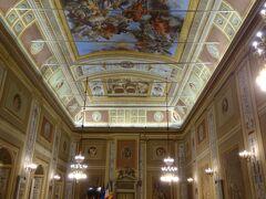 ヘラクレスの間  現在はシチリア州議会場になっています。本来木曜日は議会開催日なのでここには入れないはずなのですが、新年始まってすぐですし、議会はまだお休みだからか入れたのかもしれません。