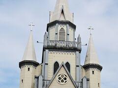 再び古い教会、戦火も免れた歴史ある教会です。