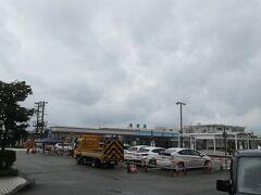 ホテルに車を止めて、魚津駅前まで歩いてきました。