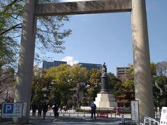 千鳥ヶ淵の緑道を抜けて靖国神社に来ました。