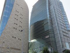 南前方に午後から訪問する大阪歴史博物館とNHKビル