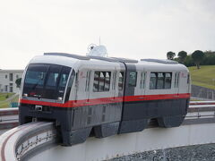 バスで赤嶺駅まで。 そこからゆいレールで移動。